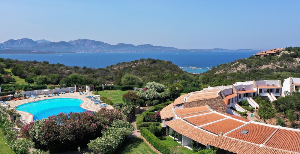 Capo Ceraso Family Residence, Featured Image