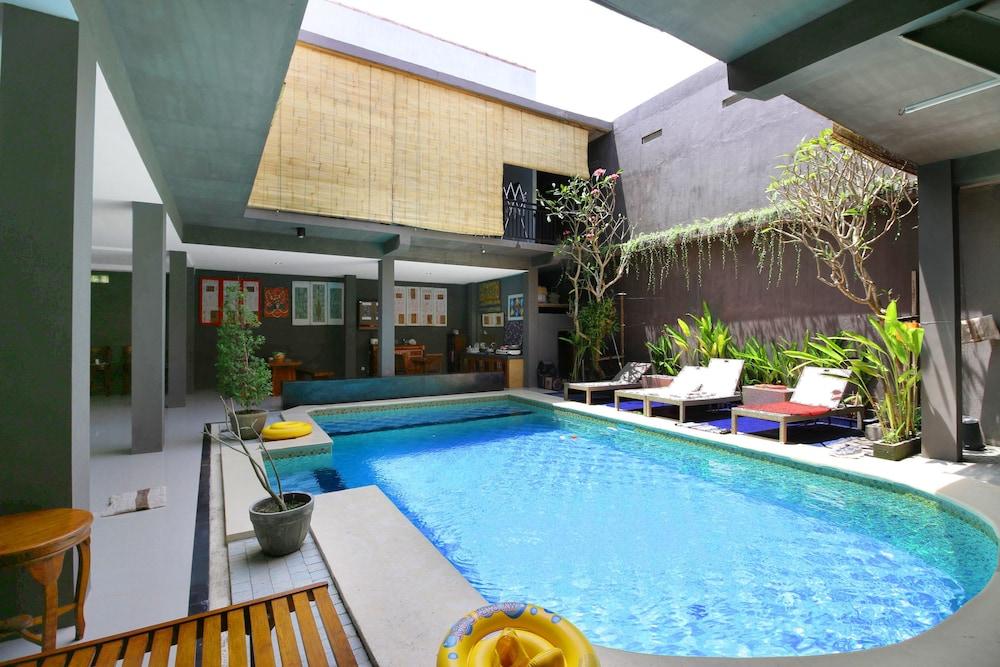 Airy Seminyak Drupadi Gang Khayangan 4 Kuta Bali