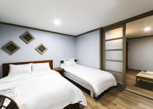 Happy Q Motel, Andong