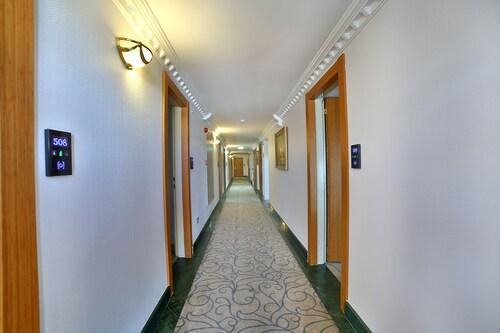 Marathon Hotel, Merkez