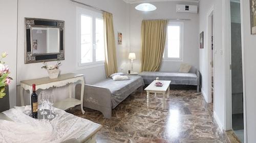 . Heraklion Old Port Apartments