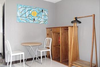 CLIFFSIDE COTTAGES In-Room Dining