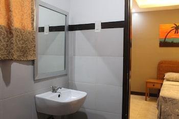 CLIFFSIDE COTTAGES Bathroom