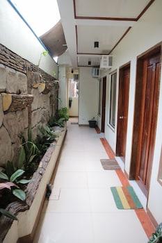 FAITH RICA PENSION Hallway