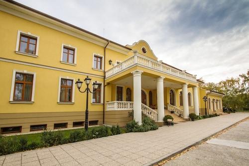 . Hotel Plauter Kúria