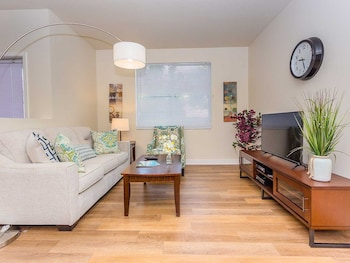 Park Plaza Apartment #876088 by RedAwning