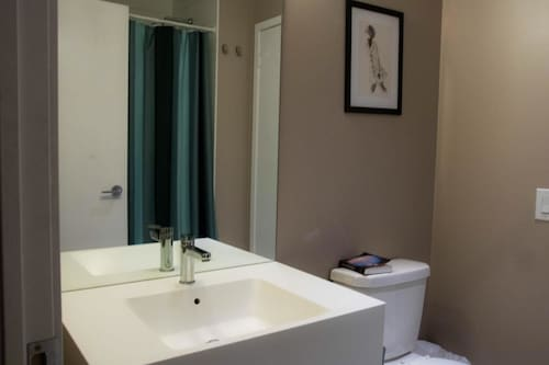 N2N Suites - Downtown City Suites offered by Short Term Stays, Toronto