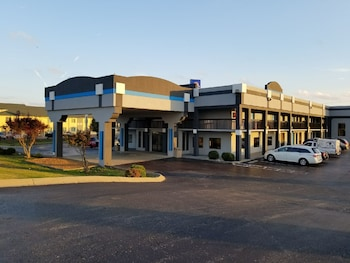 Hotel - Gateway Inn and Suites