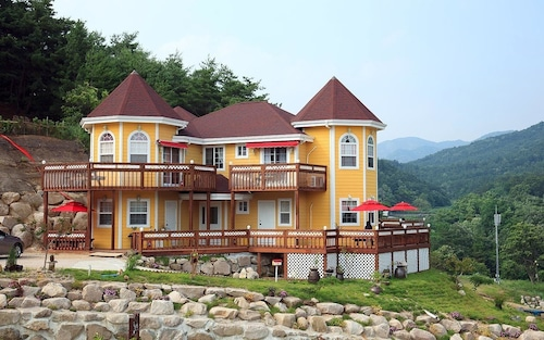 Yellowstar Pension, Gyeongju
