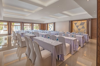 HENANN CRYSTAL SANDS RESORT Meeting Facility