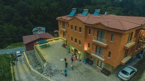 Jadela Otel, Çaykara