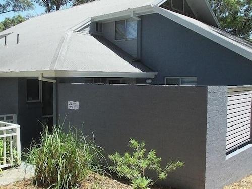 Gannet - Deluxe Villa, Lake Macquarie  - North