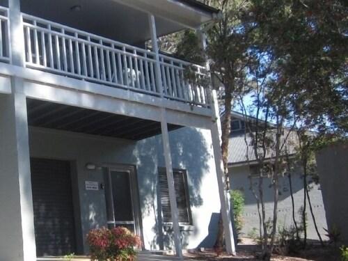 Ironbark - Deluxe Family Townhouse, Lake Macquarie  - North