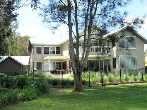 Pelican Escape Executive Home, Lake Macquarie  - North