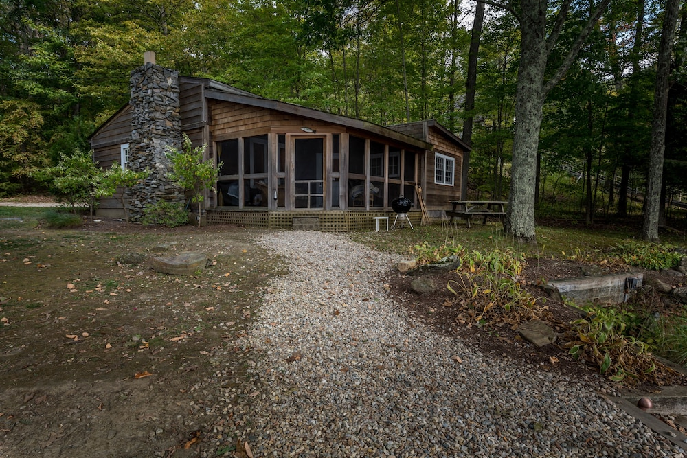 Cottage, Lakeside