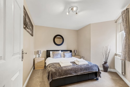 . Reading Town Center River View Serviced Apartments