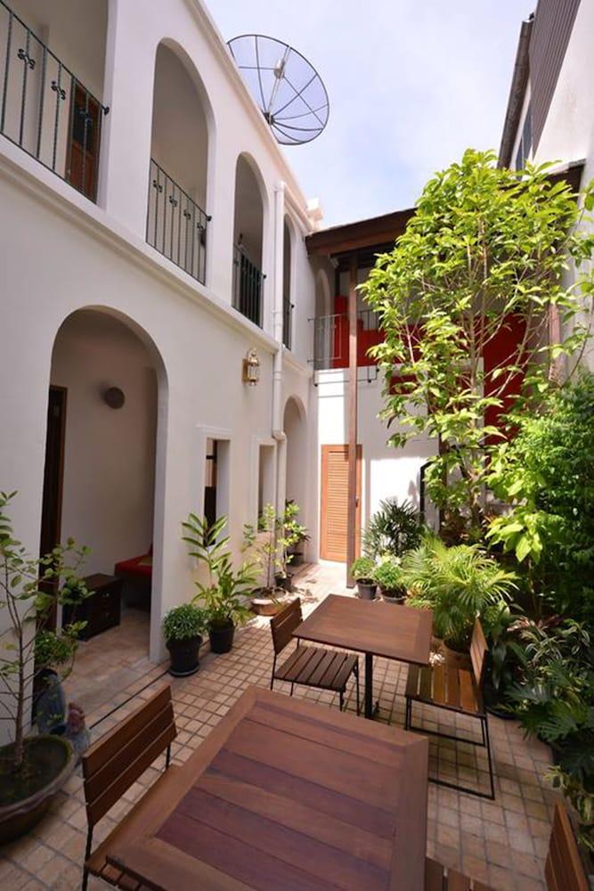 Neighbor Phuthon Boutique Hostel