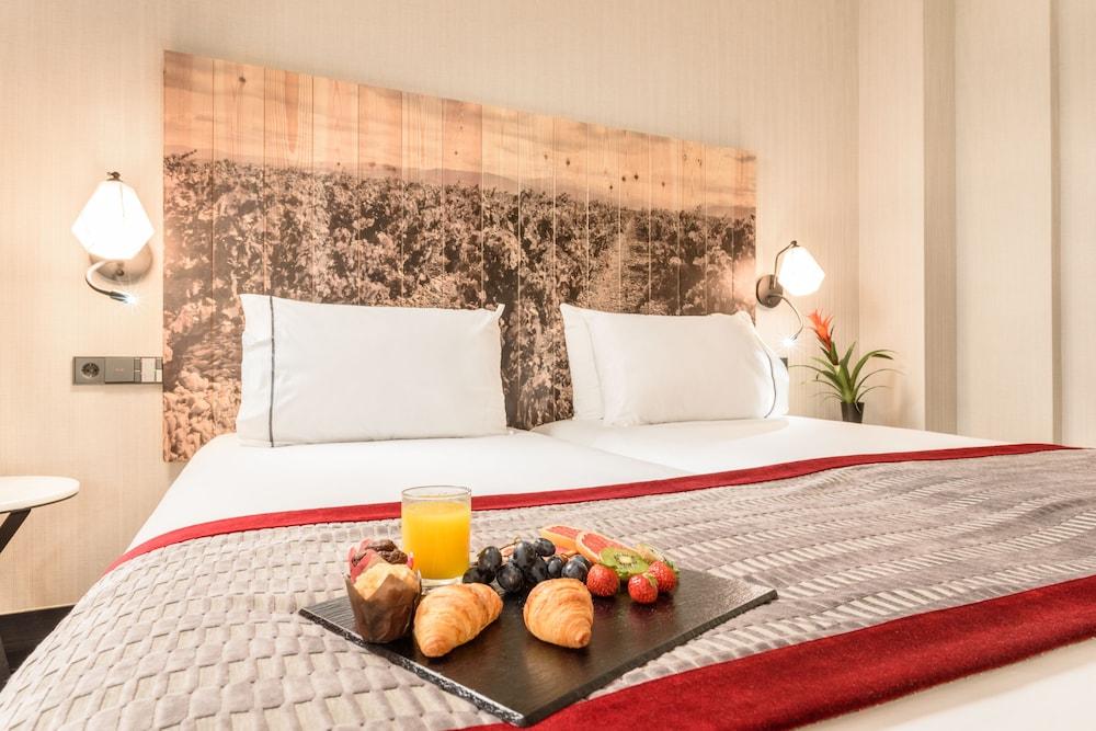 https://i.travelapi.com/hotels/20000000/19710000/19705700/19705609/da19e1a8_z.jpg