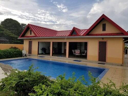 Tropi Isle villa