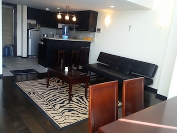2 BEDROOM LUXURY LOFTS In-Room Dining