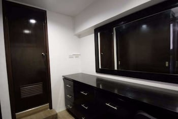 2 BEDROOM LUXURY LOFTS Bathroom Amenities