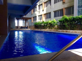 2 BEDROOM LUXURY LOFTS Outdoor Pool