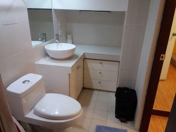 2 BEDROOM LUXURY LOFTS Bathroom Sink