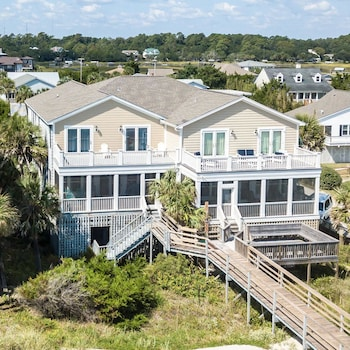 Fins to the Right - 6 Br Home