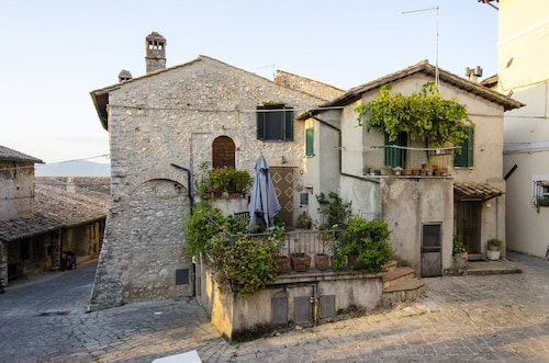 . Casa della Torre in Borgo Medievale