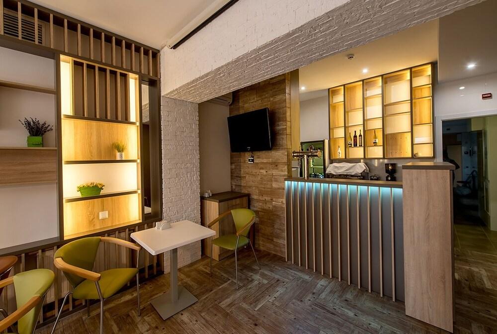 Отель Light & Hub