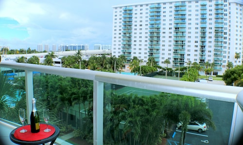 Ocean Reserve by 1stHomeRent, Miami-Dade