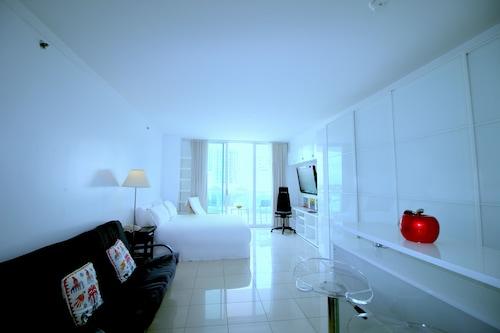 Sonesta Resort by 1st HomeRent, Miami-Dade