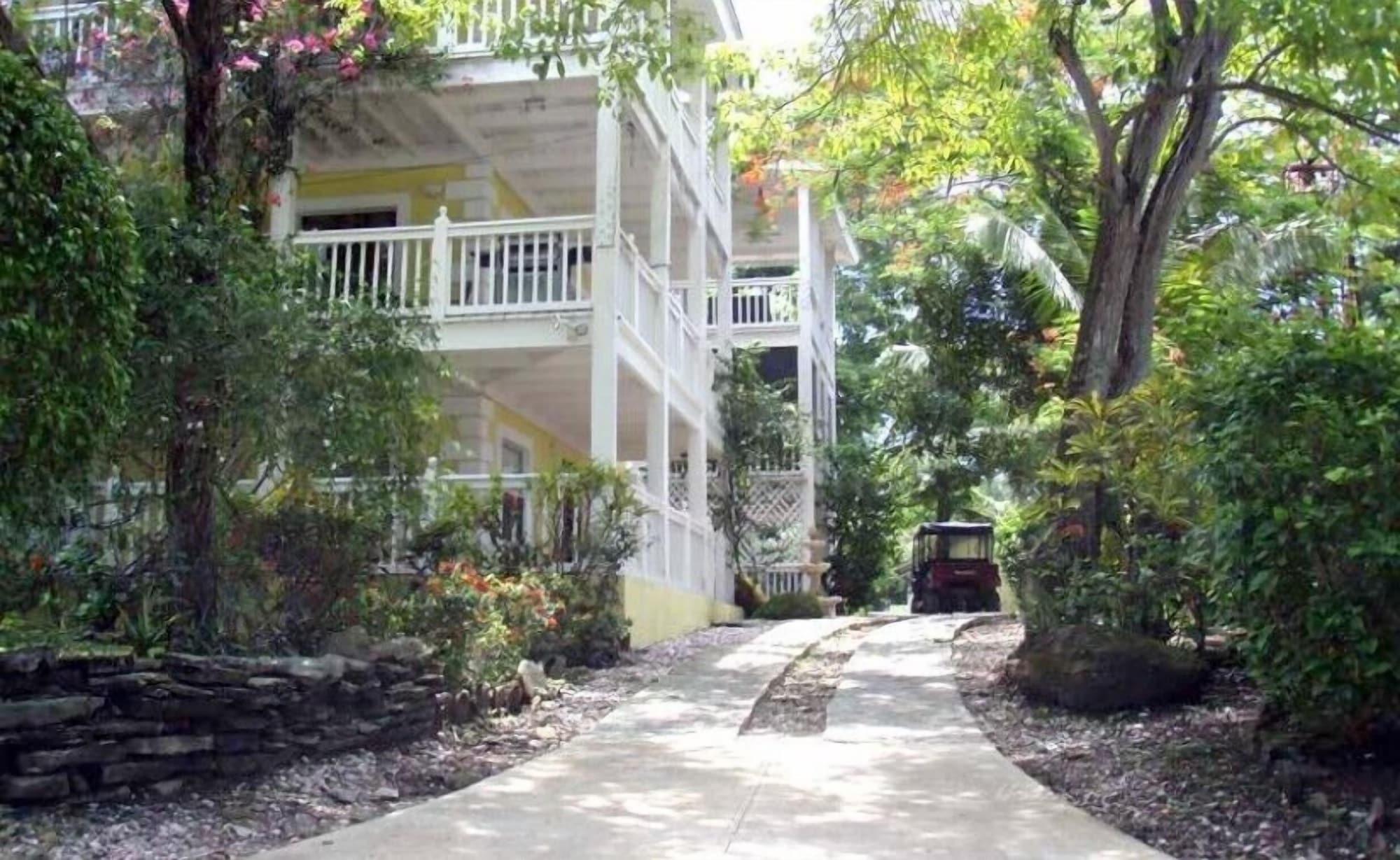 Beautiful Apartment with Golf Cart, Balboa
