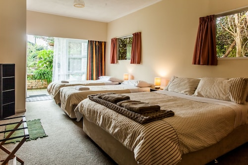. Ocean View Raglan Bed & Breakfast