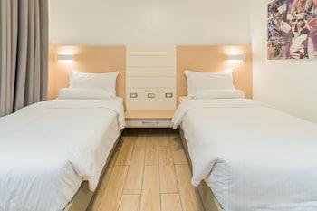 HEROES HOTEL Room