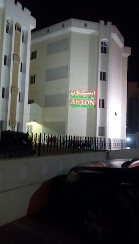 Aston Hotel Suites, Bausher