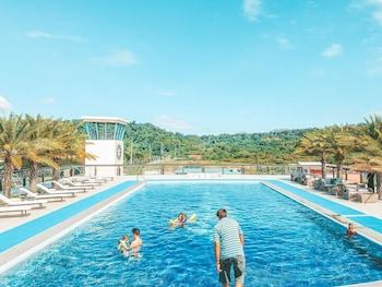 LE CHARMÉ SUITES Outdoor Pool
