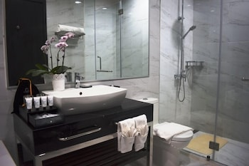LE CHARMÉ SUITES Bathroom