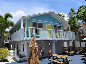 Beachside Palms All Units by RedAwning