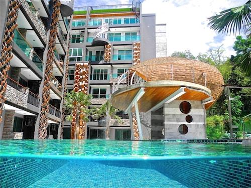 . Emerald Patong New Studio with Balcony