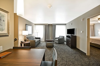 Suite, 1 King Bed, Accessible, Non Smoking (Hearing)