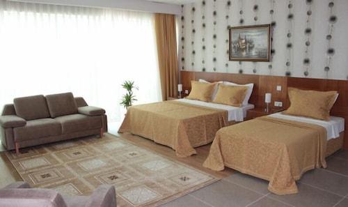 Grand Karot Otel, Merkez