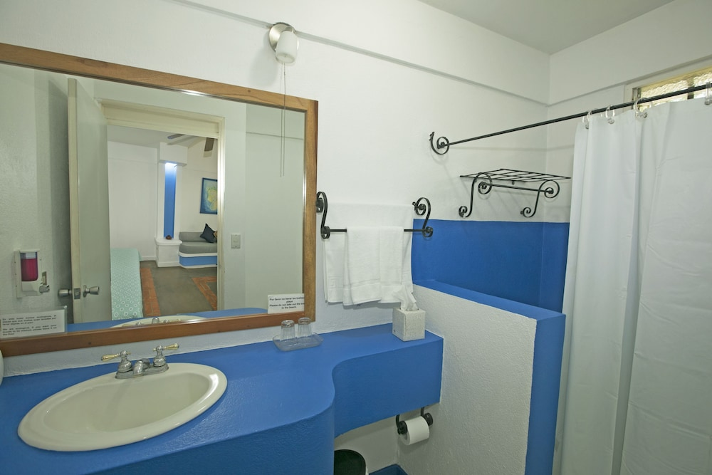 https://i.travelapi.com/hotels/20000000/19790000/19783800/19783744/132b5c7f_z.jpg