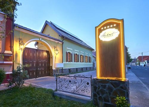. Resort Ambient