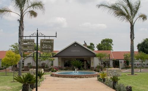 . Hippo River Lodge