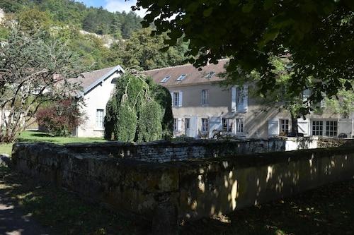 . Domaine des Douves