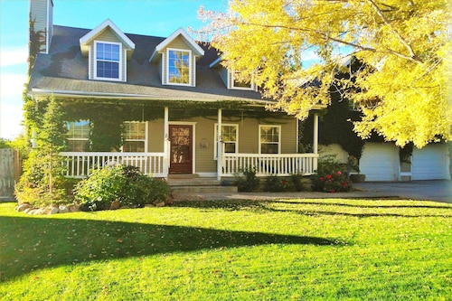 Huge 5-BR Home Just South of the City, Salt Lake
