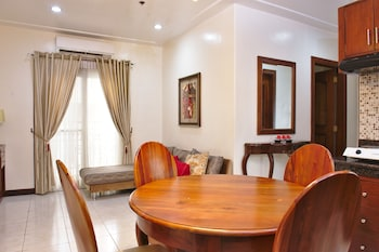 GRAND ISABELLA RESIDENCES In-Room Dining
