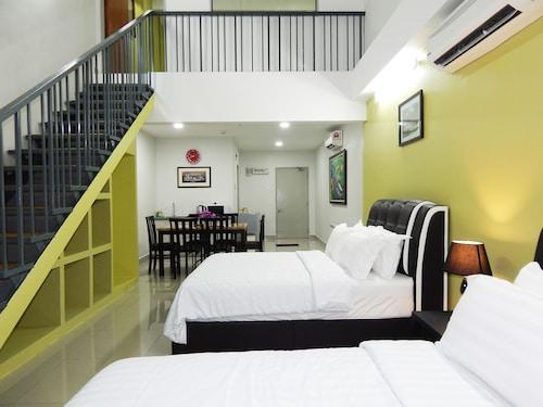 Wadi Iman Guesthouse - i-City, Kuala Lumpur