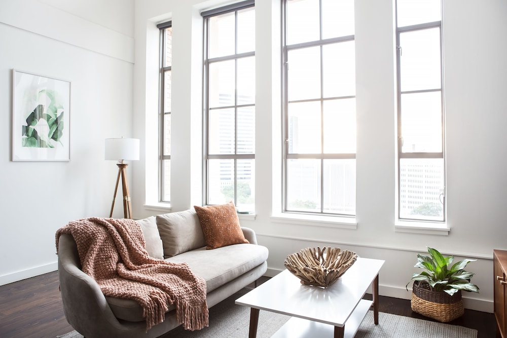 Bright 2BR Luxury Penthouse in C.B.D. by Sonder